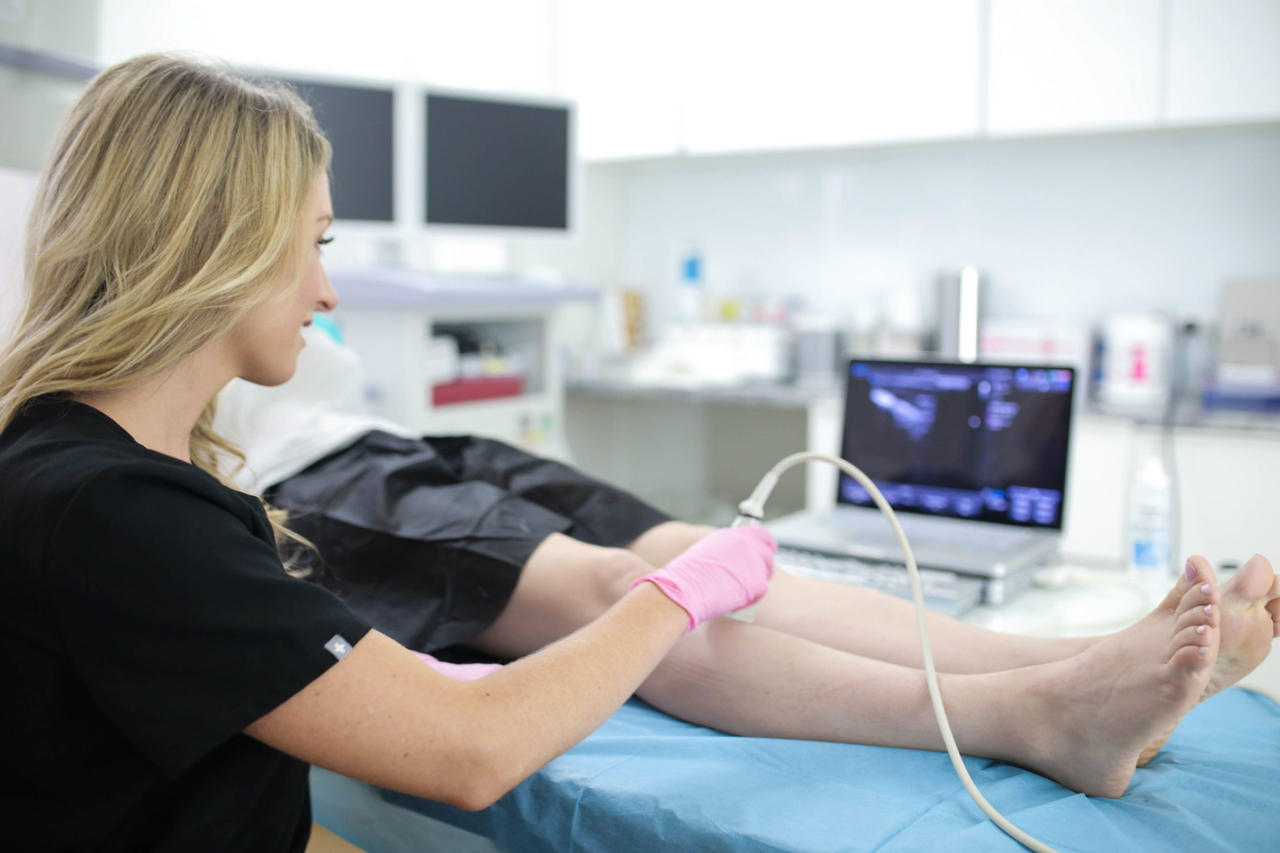 Vein Treatment Clinic provides the best minimally invasive varicose vein treatments in Suffolk County. This article provides a comprehensive guide to our vein treatments.